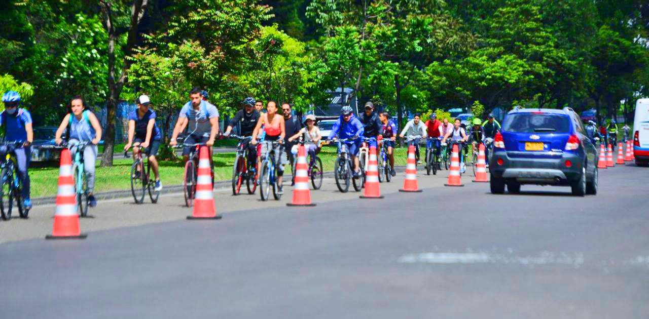Rent a bicycle and join the crowds of Colombians whizzing along the Septima - Lifeafar.com