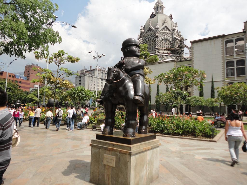 Medellin Lifestyle Parks Plaza Botero